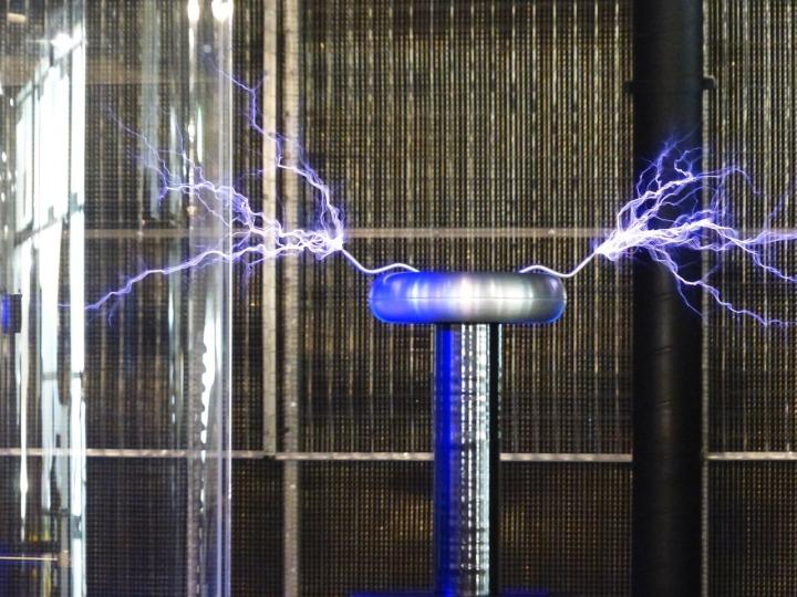 Orléans - Get Out - Atelier Tesla - electricity 2 - pxb1280.jpg