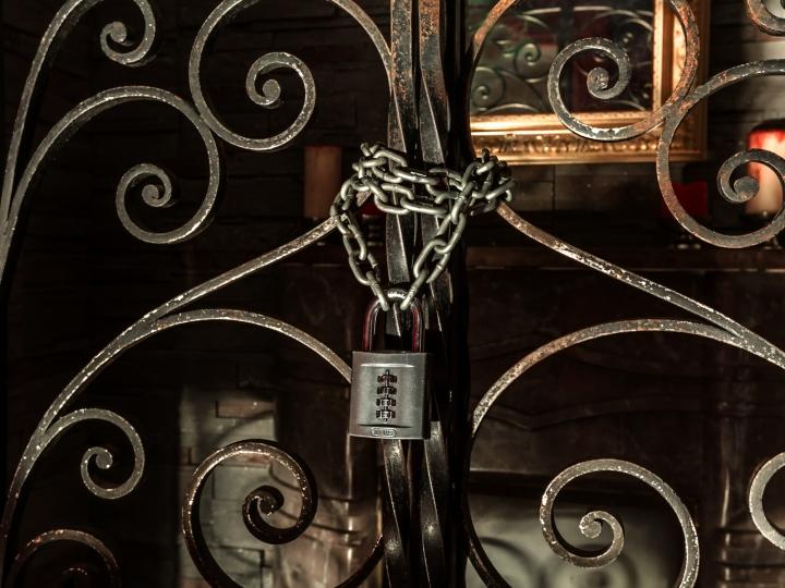 Paris - Tempête sous un crâne - Octave le vampire - locked room.jpg
