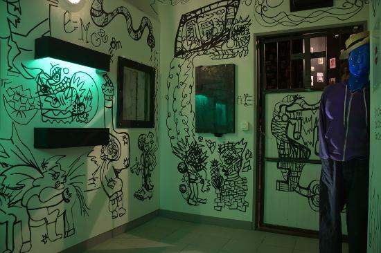 Paris - Happy Hour - Professor Zoltan s virus - room 2 and bis