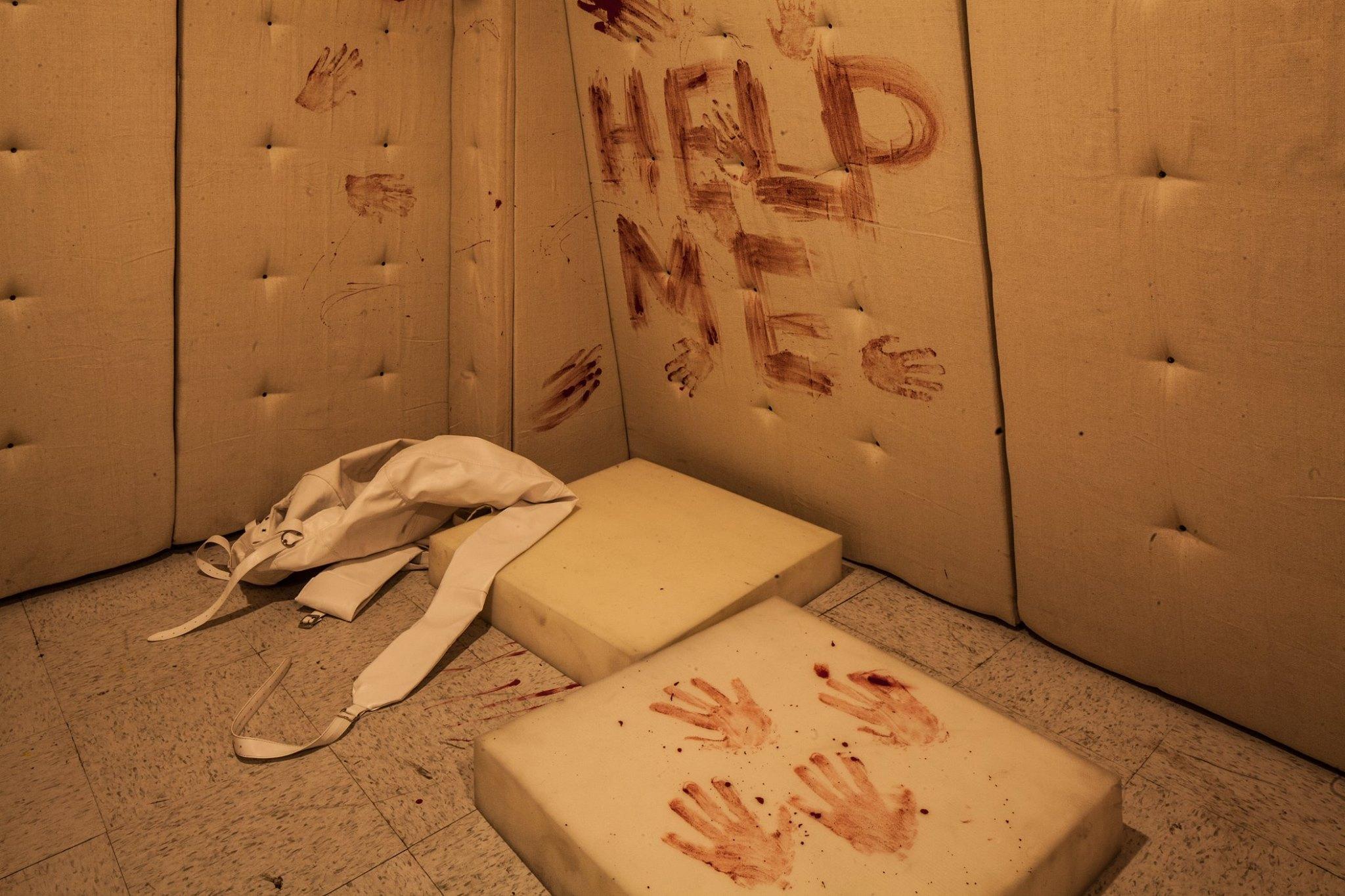 Insane asylum escape room
