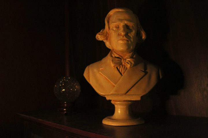 the-storykeeper-bust-1030x687
